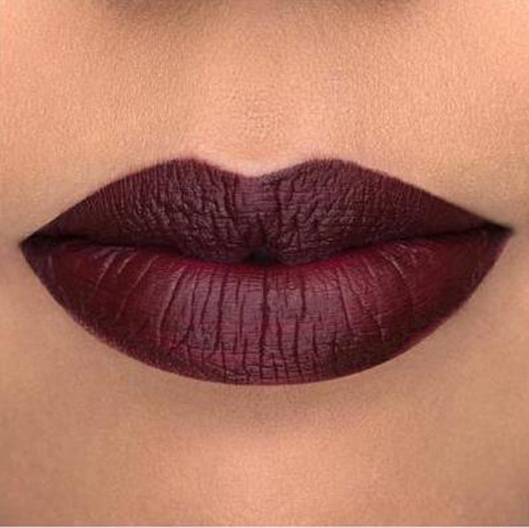 Rossetto color vino: per labbra on trend